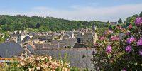 Jugon-les-Lacs, Village étape